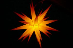 Leuchtet auch in der Bergkirche: Herrnhuter Stern (Foto: Herrnhuter Bote)